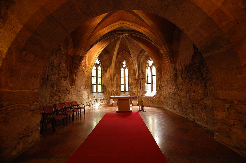 800px-buda_castle_interior_church